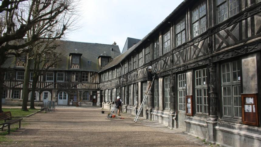L'aître Saint-Maclou. De l'archéologie du bâti à l'ostéo-archéologie